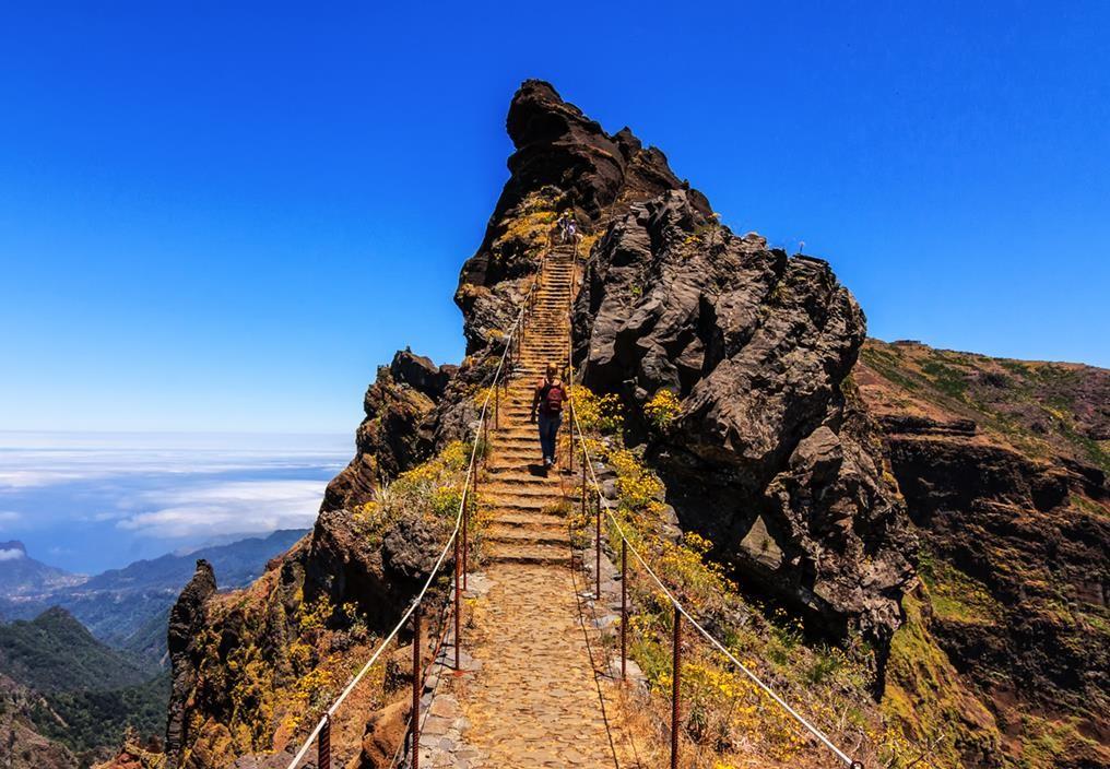 Pico do Areeiro, 1818 metros de altitude, é o terceiro pico mais alto da ilha.