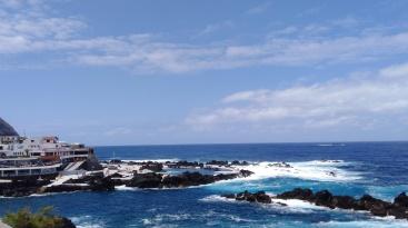 Piscinas Naturais do Porto Moniz, água salgada rodeada de rochas vulcânicas
